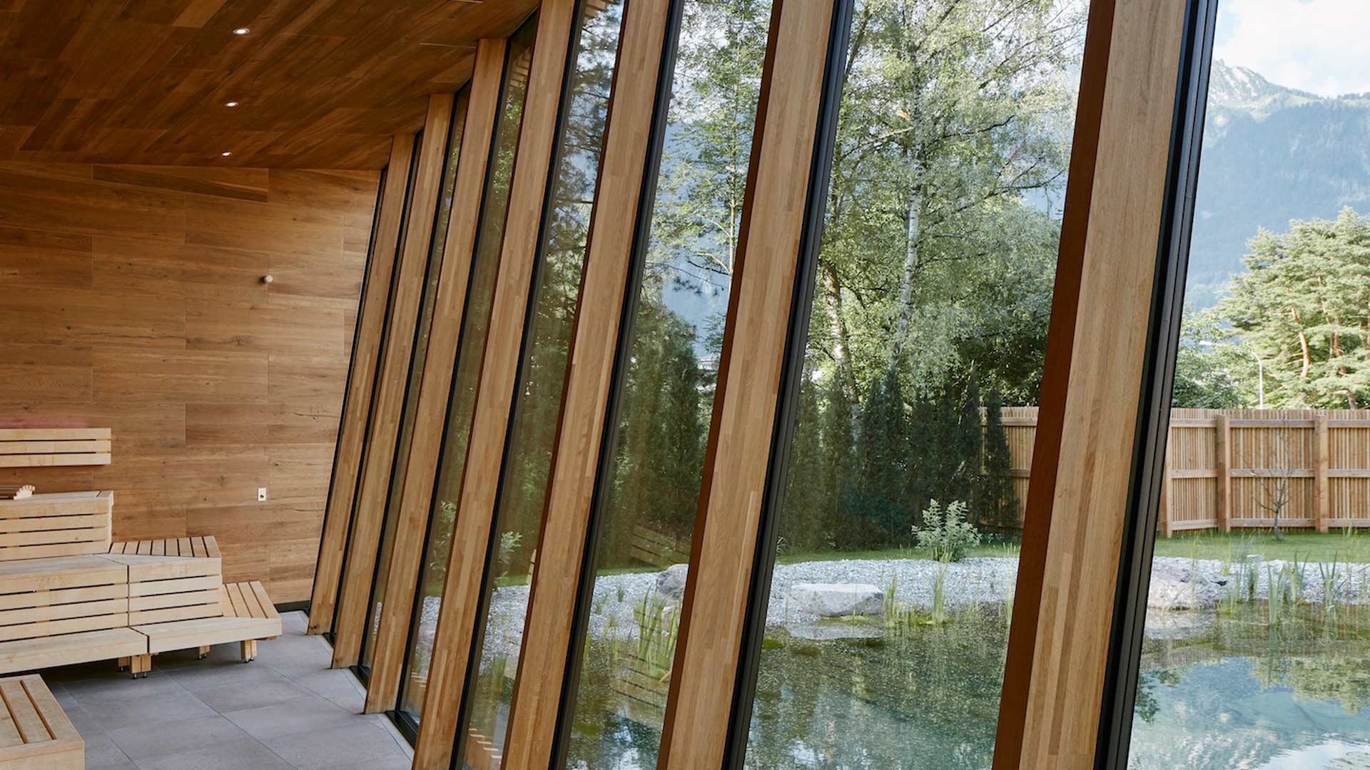 Ausblick von der Sauna zum Naturteich