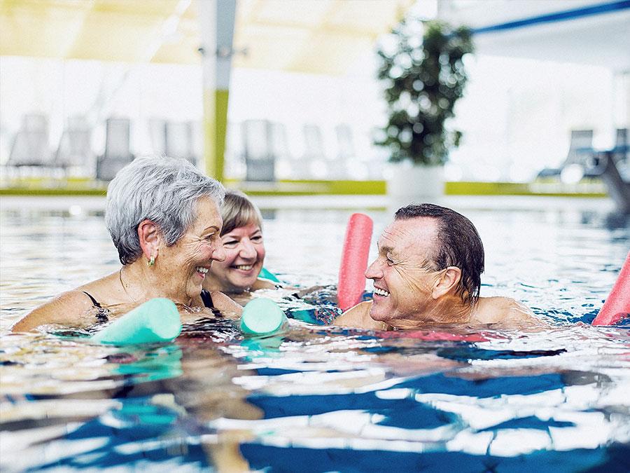Senioren beim Schwimmen
