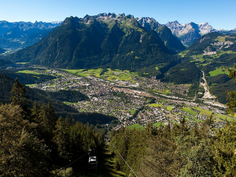 Alpenstadt Bludenz mit den umliegenden Bergen
